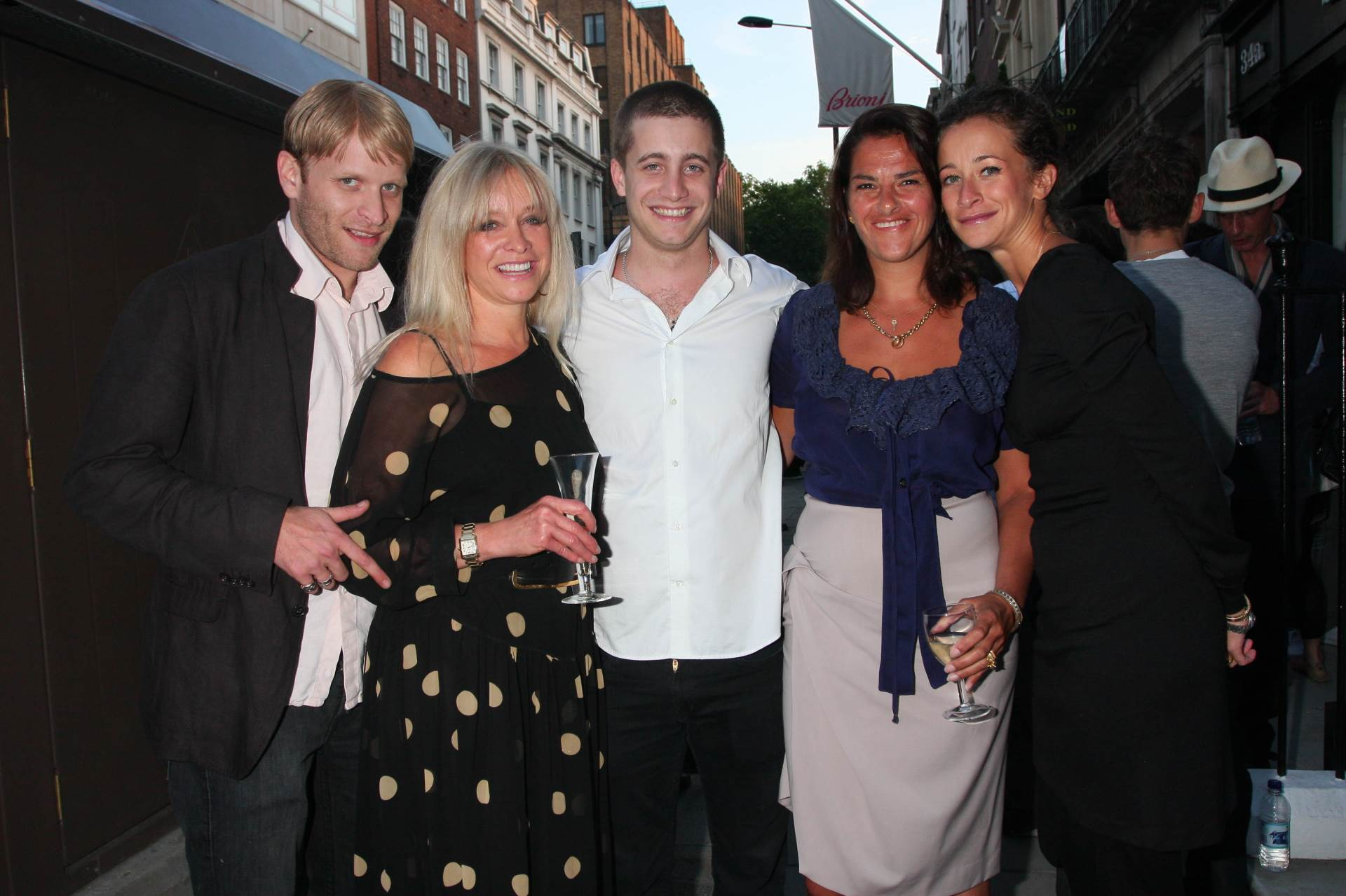 Jamie Wood, prvi lijevo