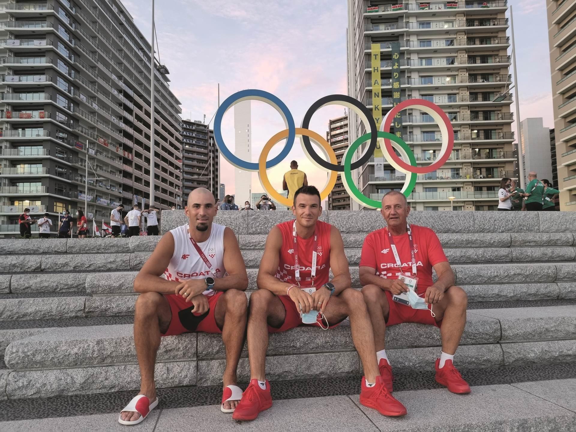 sinkovici u olimpijskom selu