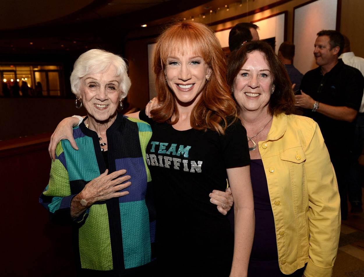 Kathy s majkom i sestrom