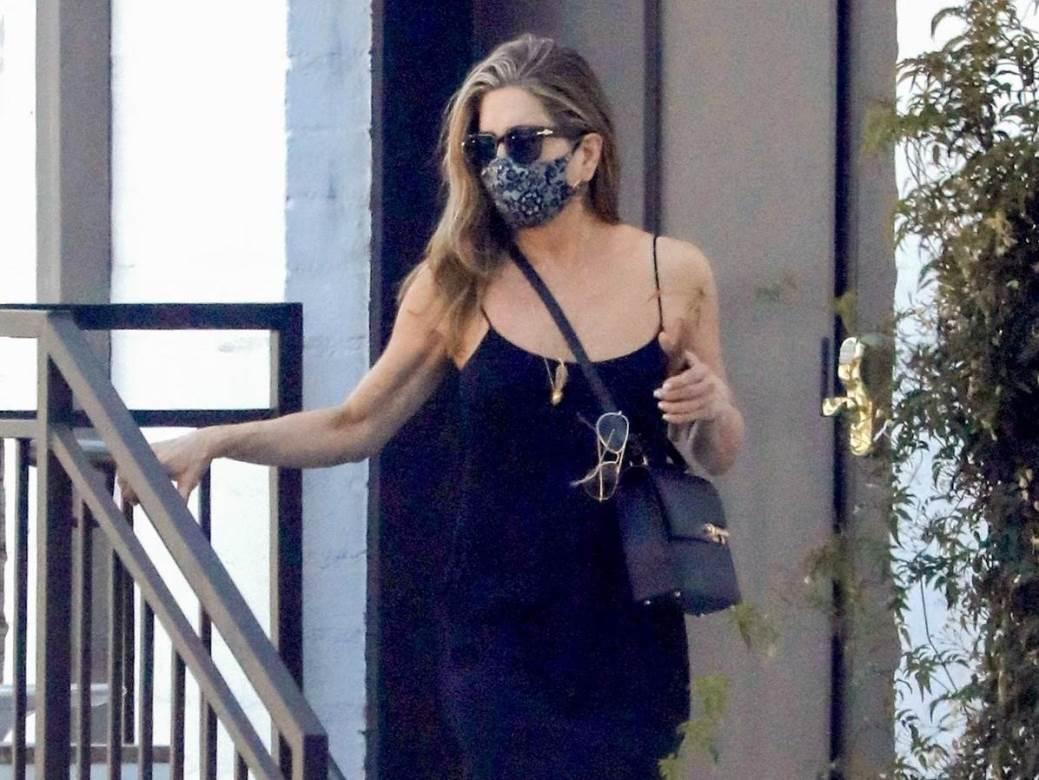 Jennifer Aniston zagovara upotrebu maski za lice