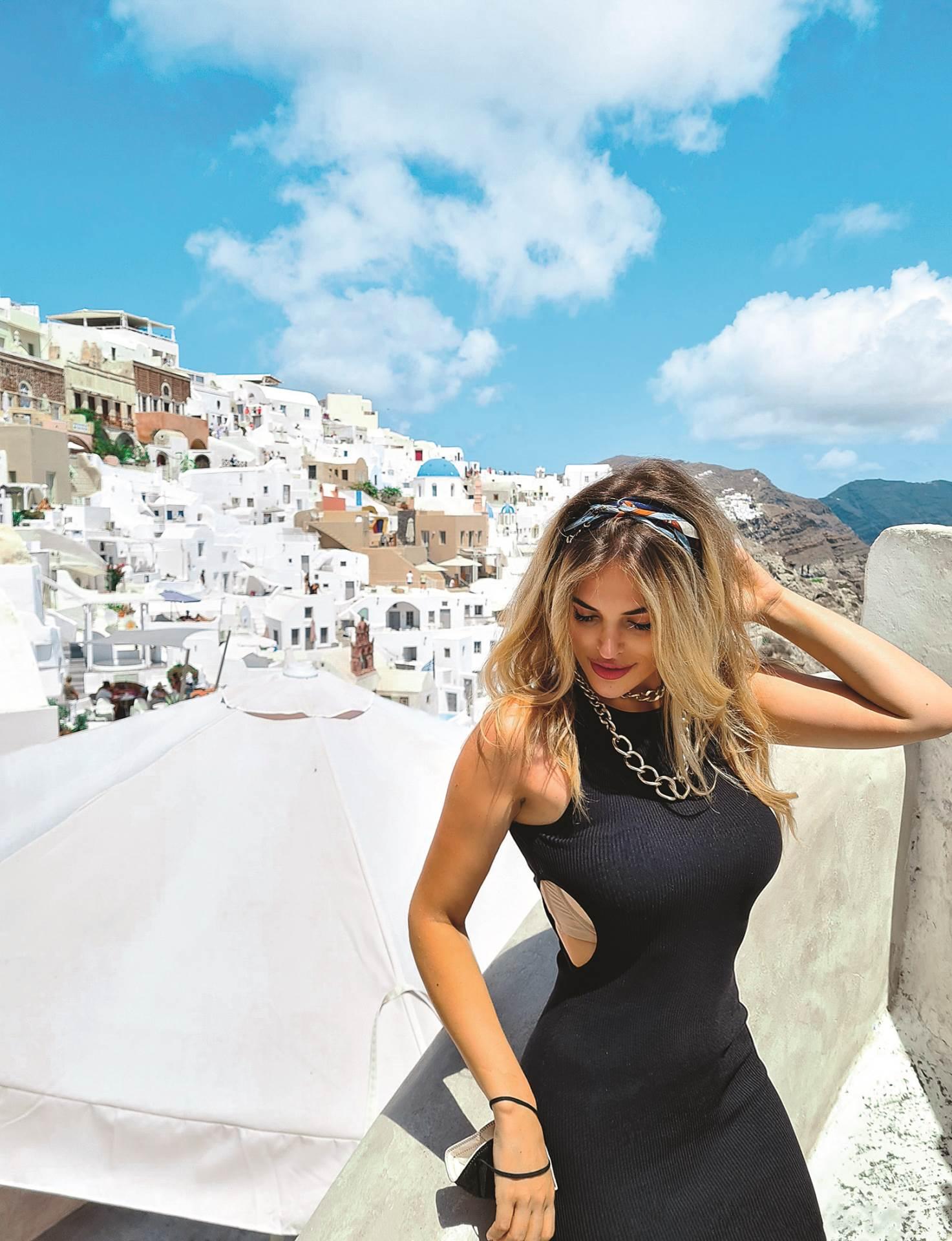 Ivana na Santoriniju