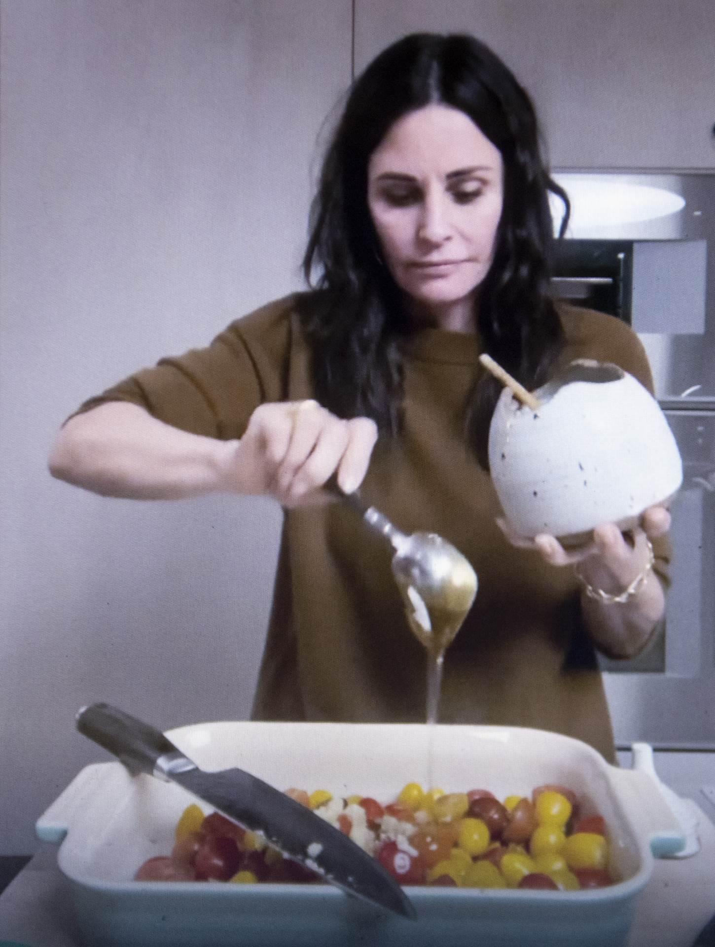 I Courteney Cox iskušava recepte pred svojim obožavateljima