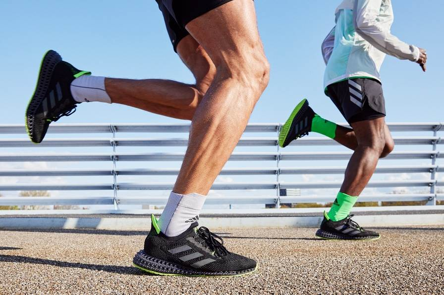 Međupotplat tenisice rezultat je jedinstvene tehnologije 3D printanja - dizajniran da trkača pomiče naprijed