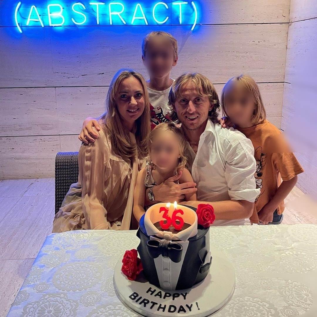Luka Modrić sa suprugom i djecom