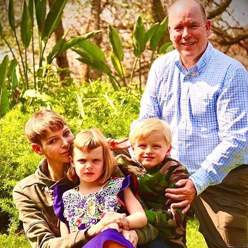 Princ Albert II, princeza Charlene i djeca