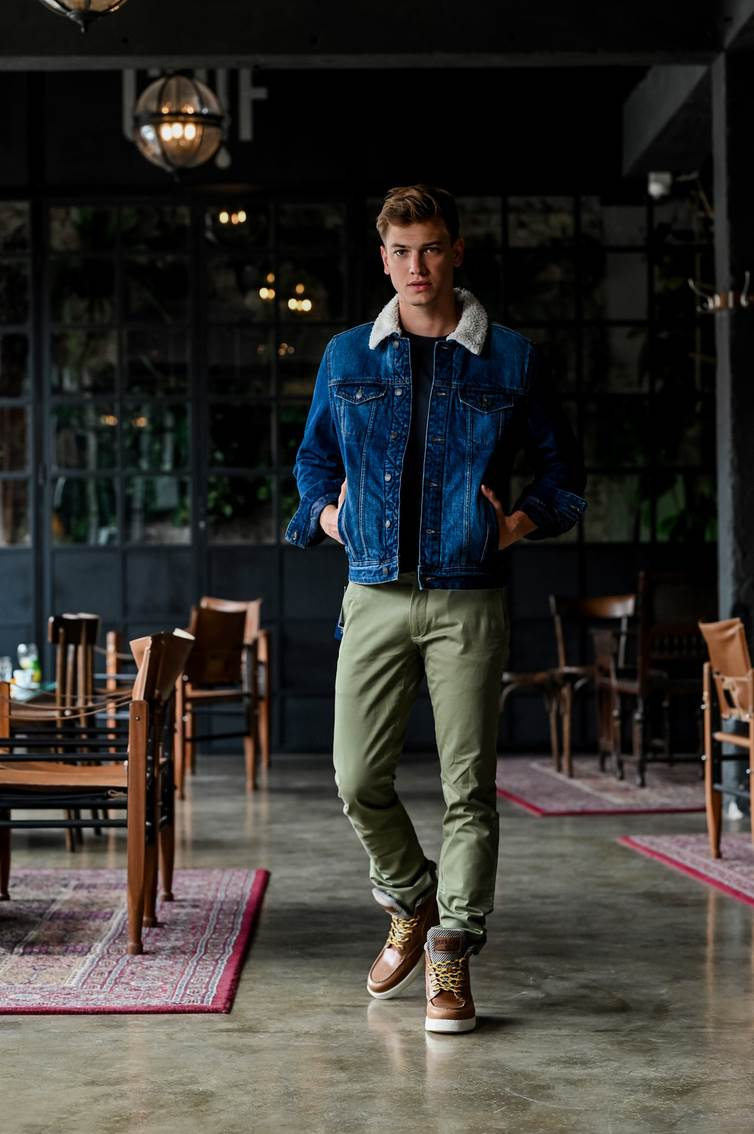 Designer Outlet Croatia: Springfield traper jakna (Fifty) 599 kn – 60% 245 kn; Ralph Lauren hlače (Five Star Fashion) 1200 kn -30% 840 kn; Replay čizme 917 kn – 44% 637 kn; Replay majica 500 kn – 40% 210 kn