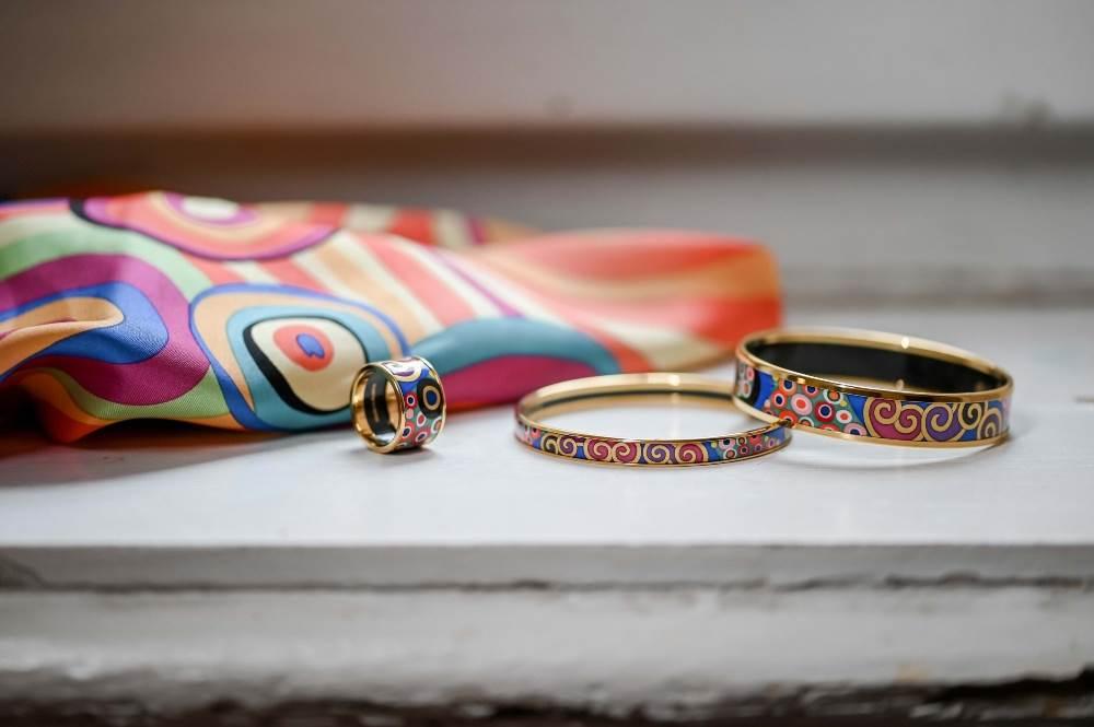 FREYWILLE Narukvice Miss i Ultra te prsten Diva iz kolekcije Hommage à Gustav Klimt, set Dreams te marama Gavroche iz kolekcije Hommage à Hundertwasser