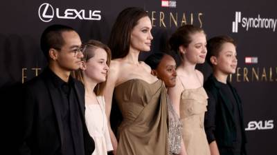 Angelina Jolie i djeca